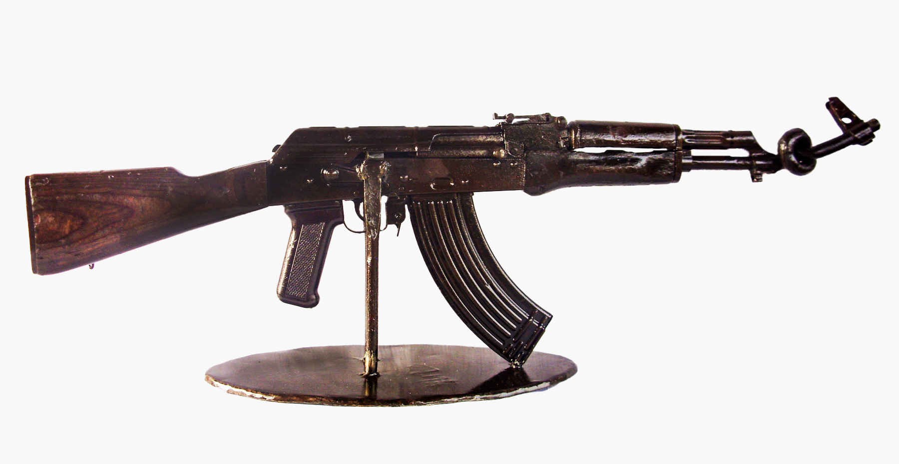 AK-47 Knotted by Manfred Zbrzezny - Arms Into Art – Liberia
